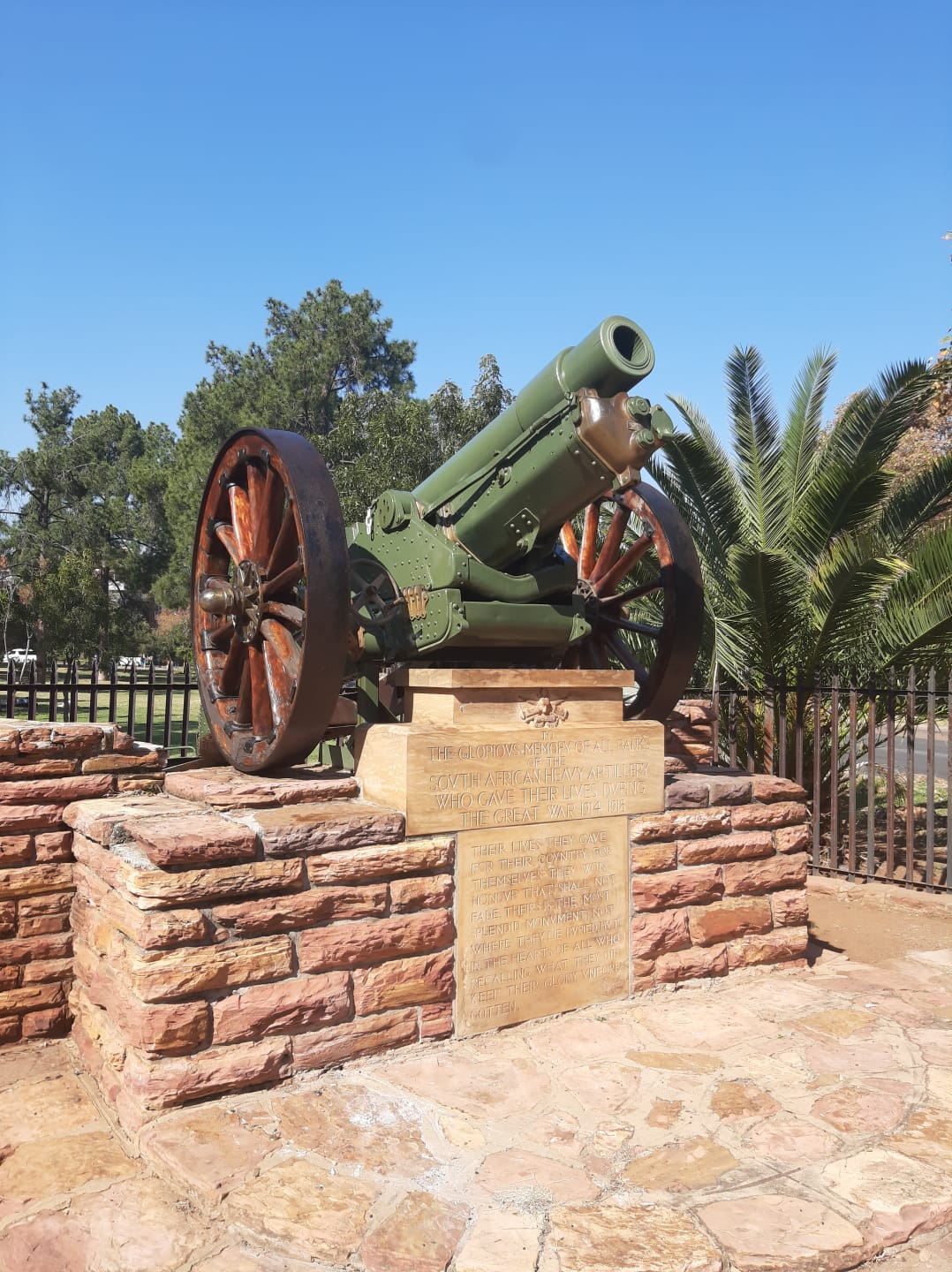 """The 6"""" 26 cwt Howitzer of the South African Heavy Artillery at the Union buildings in Pretoria."""